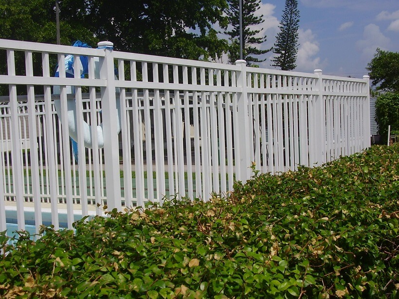 An image of an aluminum fence installed in a community in Pembroke Pines
