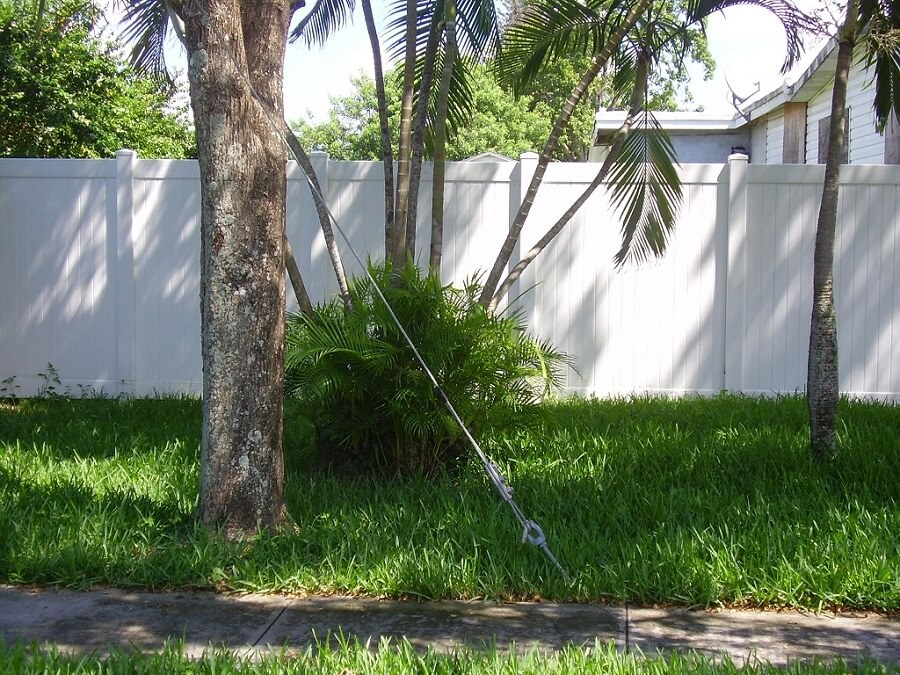 Privacy fence made out of plastic/pvc/vinyl in Weston FL